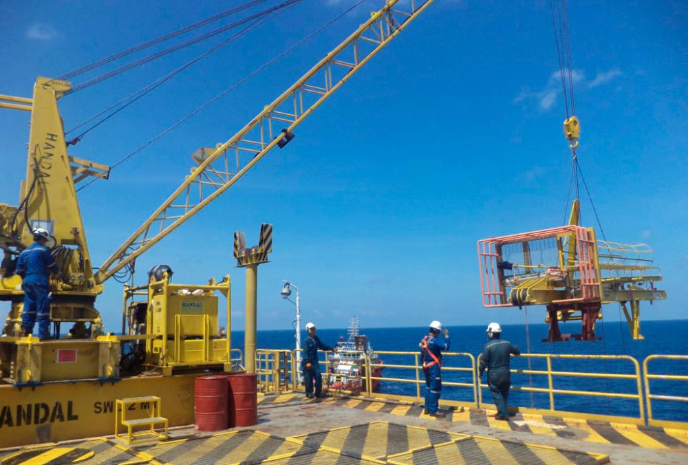 Handal Energy bags first crane maintenance contract in East Malaysia
