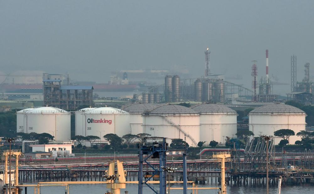 Oil prices fall as US crude stockpiles rise unexpectedly