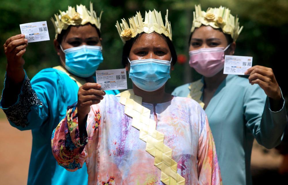 A few Orang Asli women were vaccinated at Kampung Baru Peti, recently. -BERNAMAPix