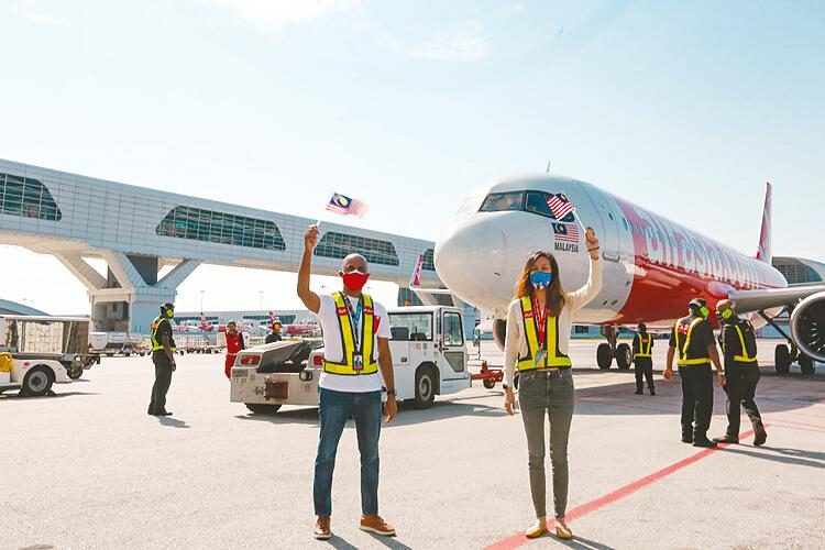 AirAsia president (airlines) Bo Lingam (left) and regional commercial head Tan Mai Yin flagging off the airline's inaugural flight to Langkawi from klia2.