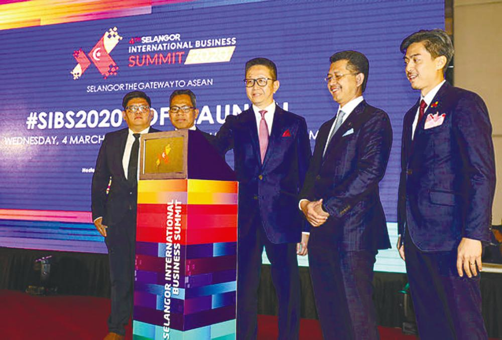 From left: Selangor Information Technology and e-Commerce Council general manager Loo Chuan Boon, Selangor deputy state secretary Datuk Dr Nor Fuad Abdul Hamid, Teng, Invest Selangor Bhd CEO Datuk Hasan Azhari Idris and SIBS director of corporate communications Ahmad Khairo Othman at the soft launch of the SIBS 2020 yesterday. – ASYRAF RADIS/THESUN