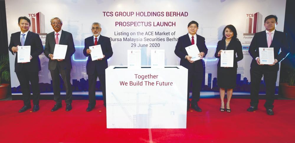 From left: RHB investment bank CEO Robert Huray, TCS group's independent non-executive director Datuk Seri Mohamad Othman Zainal Azim, independent non-executive chairman Tan Sri Izzudin Dali, Tee, non-independent executive director Koh Ah Nee and independent non-executive Ooi Guan Hoe at the prospectus launch today.