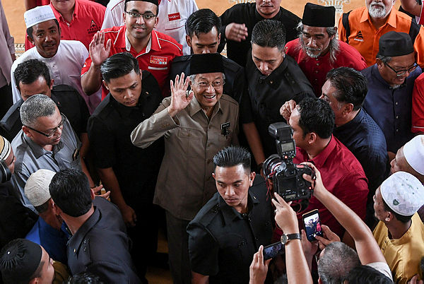 Prime Minister Tun Dr Mahathir Mohamad, who is also PH chairman, waves to supporters after performing Friday prayers at the Sultan Haji Ahmad Shah Mosque on Sungai Koyan Square, Kuala Lipis on Jan 25, 2019. — Bernama