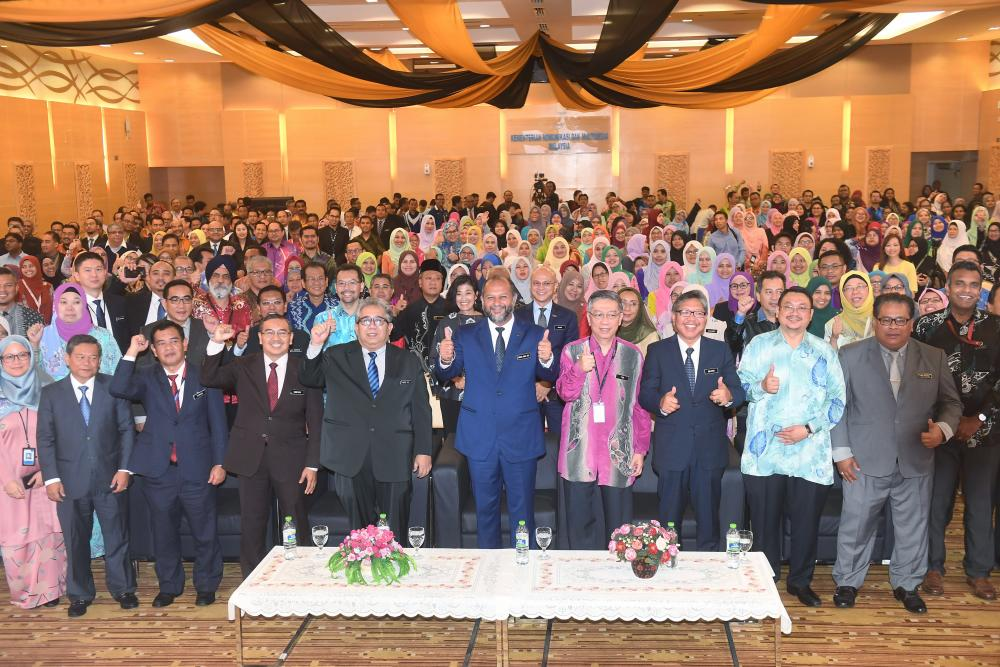 Communications and Multimedia Minister Gobind Singh Deo poses for a picture with ministers at the Ministry of Communication and Multimedia Affairs Ministry (KKMM) 2019 at KKMM, on Jan 17, 2018. — Bernama