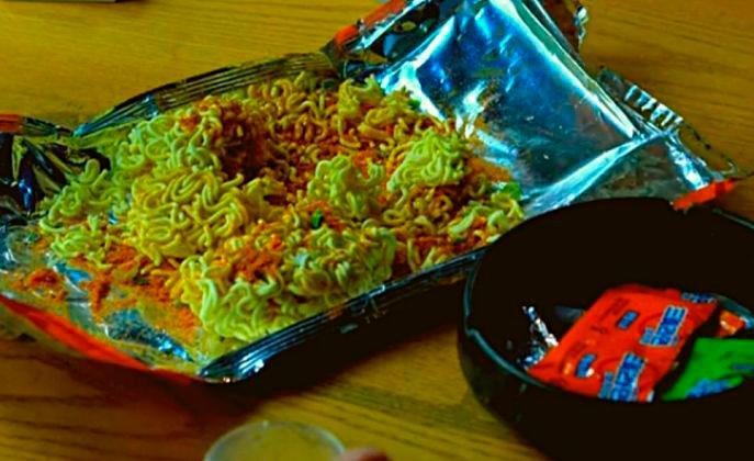 """Ramen Ddang"" is raw ramen noodles broken into pieces and sprinkled with ramen seasoning powder."