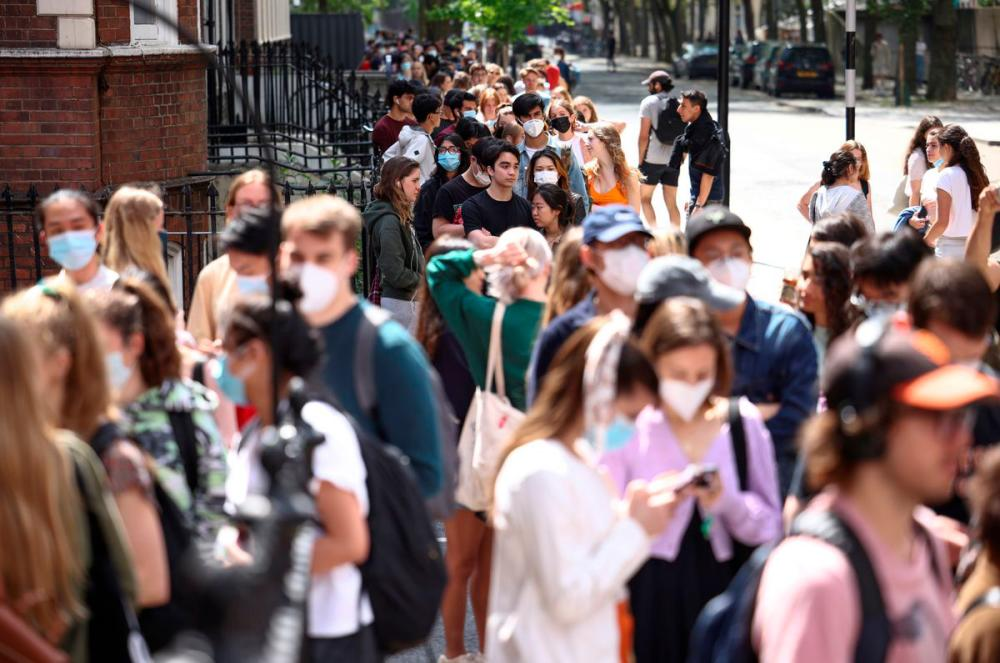 People queue outside a vaccination centre for young people and students at the Hunter Street Health Centre, amid the coronavirus disease (Covid-19) outbreak, in London, Britain, June 5, 2021. -REUTERSPix