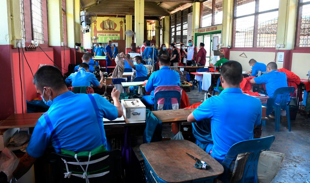 Inmates of Sabah prisons help sewing the PPE sets for the use of healthcare workers across the state while treating Covid-19 patients. — Bernama