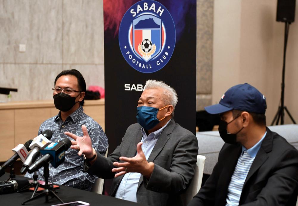 Timbalan Ketua Menteri Sabah Yang juga Presiden Persatuan Bola Sepak Sabah Datuk Seri Bung Moktar Radin pada sidang di Sabah International Convention Center (SICC) malam tadi.