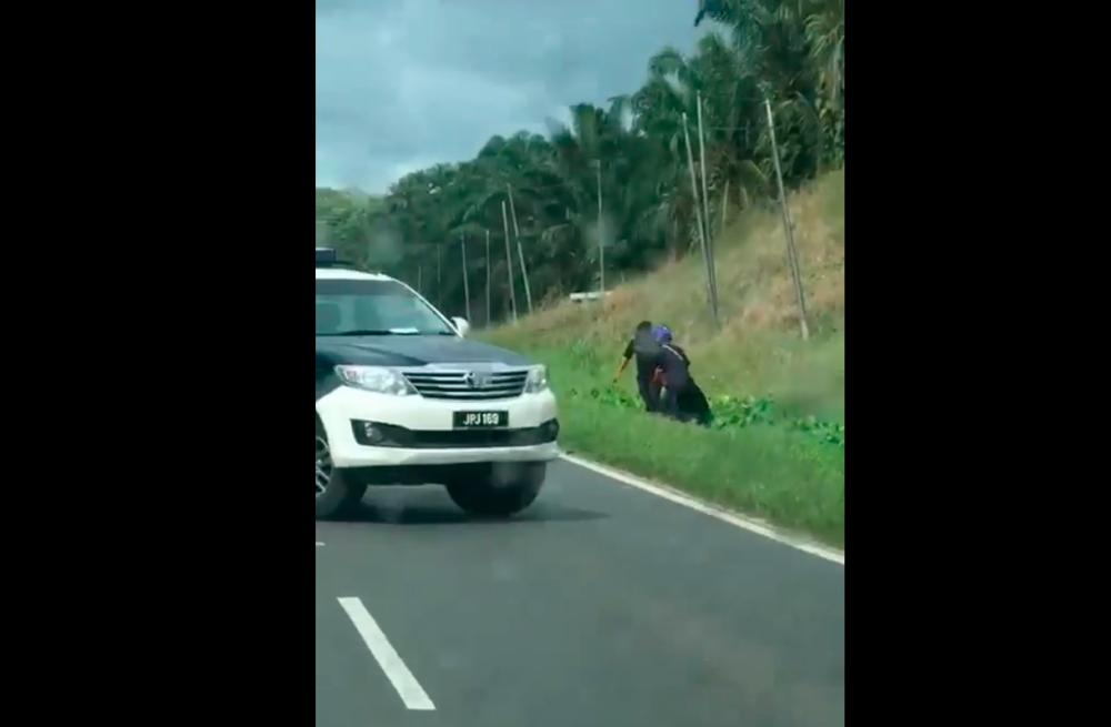 (Video) PDRM looking for witness who recorded JPJ officers