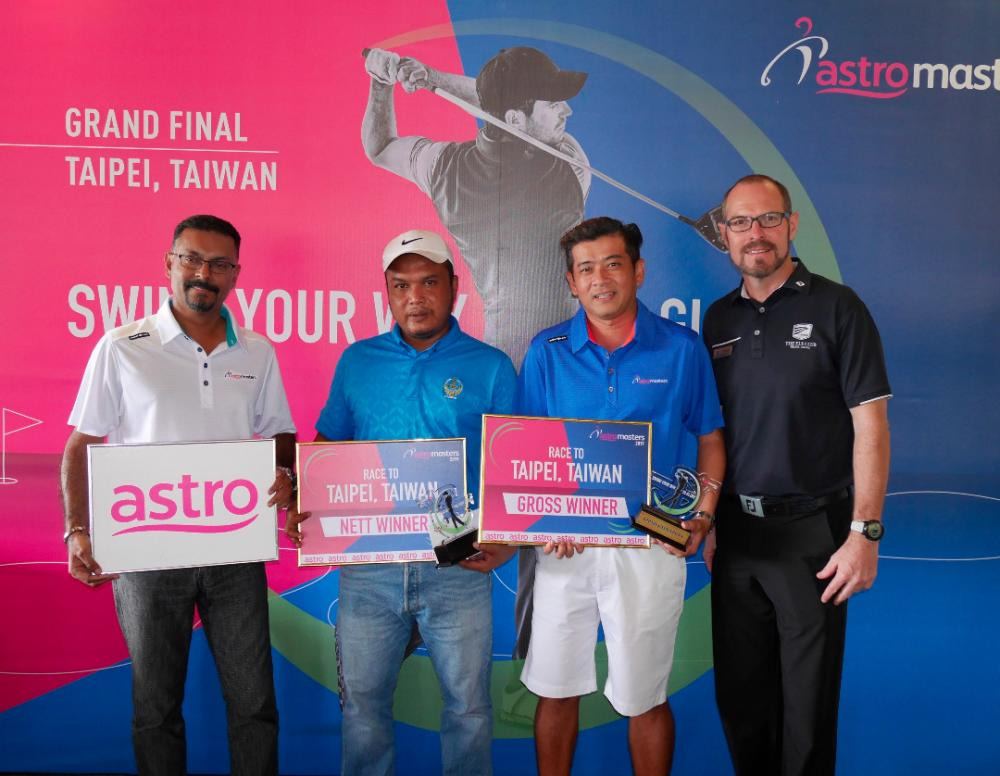 Gross champion Tan (third from leftt) and nett champion Mohd Kamrul with The Els Club Teluk Datai Director of Golf Operations, Aaron Johnston (right) and Astro Masters Organising Chairman, P. Jeganathan.