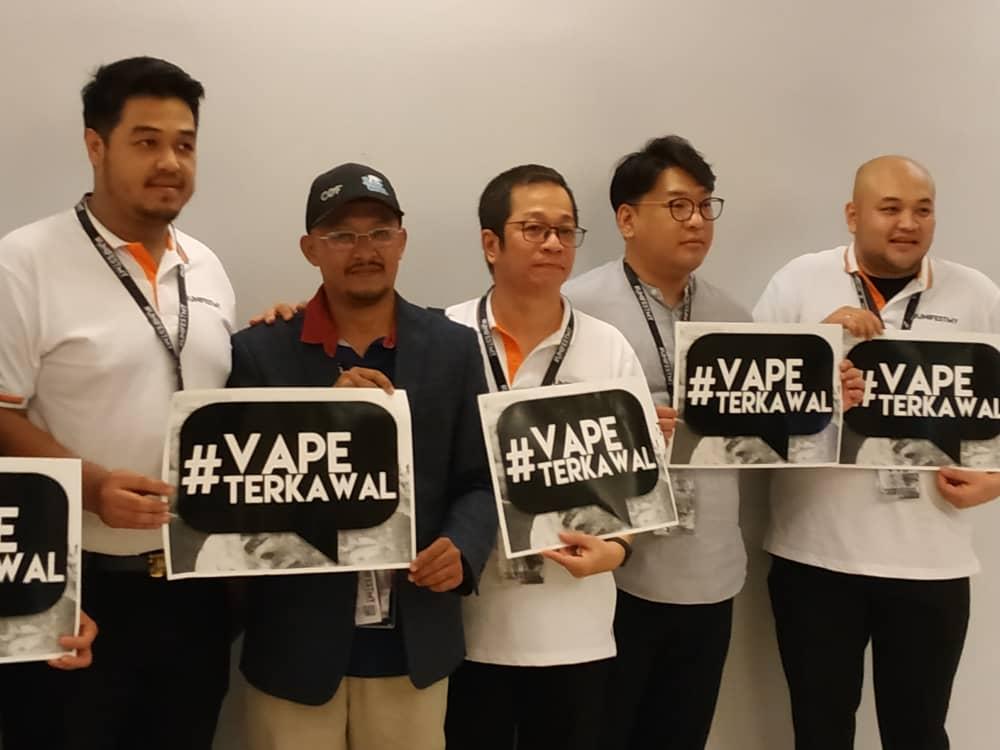From L: Syed Azaudin Syed Ahmad, Rizani Zakaria, Edy Suprijadi, Jang Hyo Jin, Herwindo Prakaso at the #vapeterkawal campaign launched at APW Bangsar.