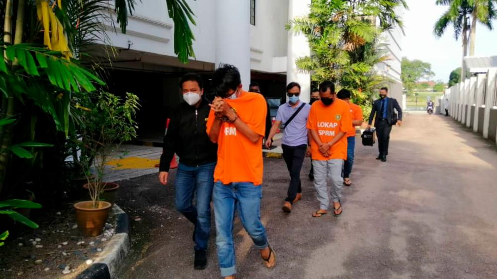 Six suspects, including three from govt agency, nabbed for graft