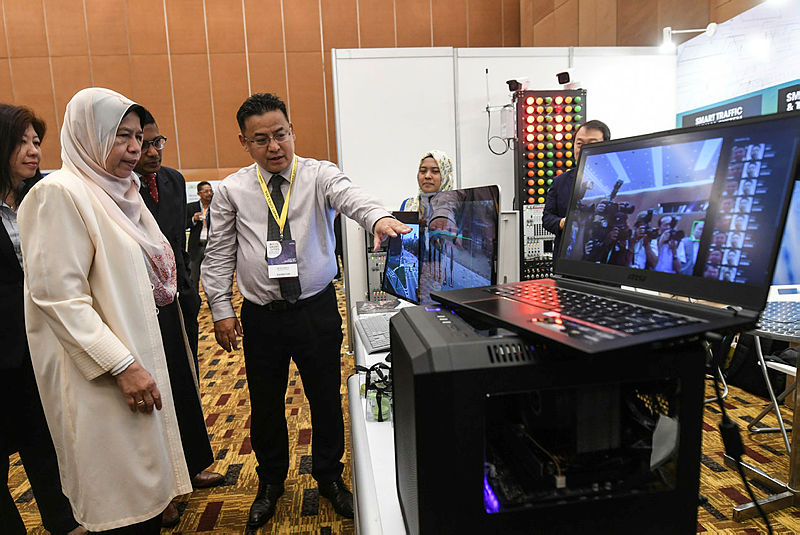 Housing and Local Government Minister, Zuraida Kamaruddin, at the 5th Smart Cities Asia 2019, on Sept 11. — Bernama
